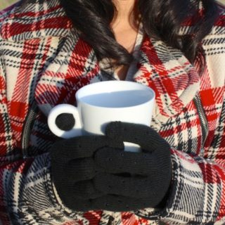 Gearing Up in Style: Cozy DIY Gloves for Fall