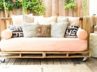 Wheeled palette patio sofa 200x150 15 Crafts That are Perfect for Your Cottage