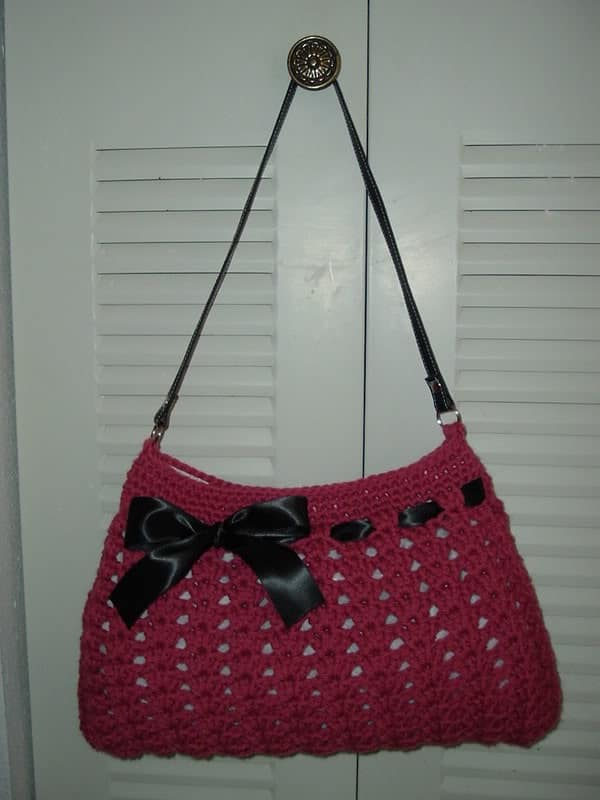 "Crochet ""hobo"" bag with a ribbon"