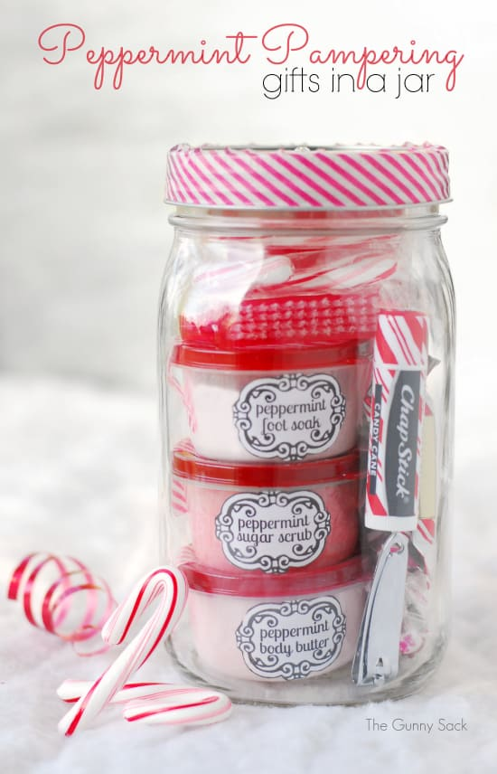 Diy christmas gift baskets that anyone will love 7 peppermint spa in a jar solutioingenieria Image collections