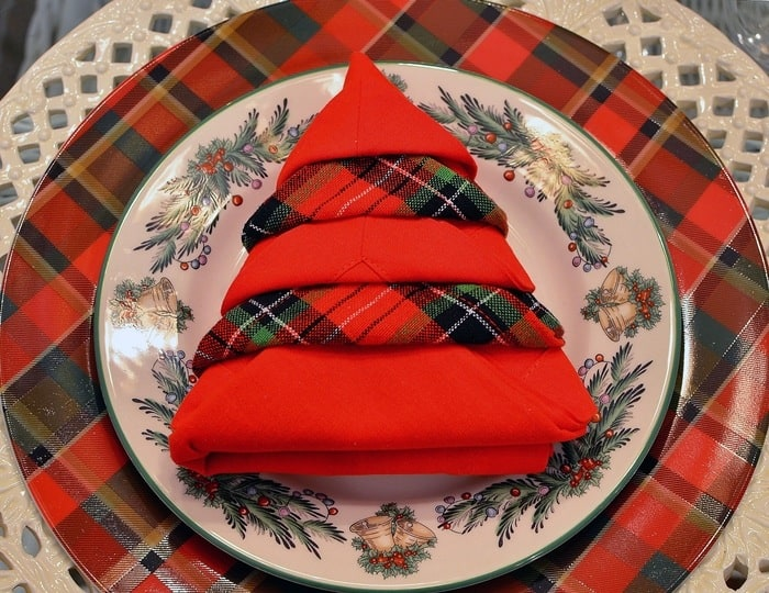Red and plaid Christmas tree napkin