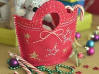 stitched felt gift bag 200x150 Unique DIY Christmas Bags Your Loved Ones Will Love Opening