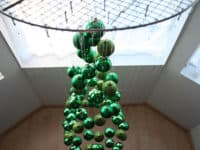 Hanging ornament christmas tree 200x150 Santa Claus Is Coming To Town: Alternative DIY Christmas Trees