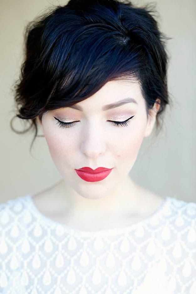 Light gold glitter and red lips