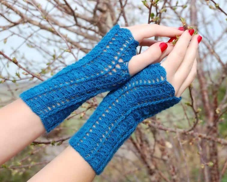 Blue fingergless gloves