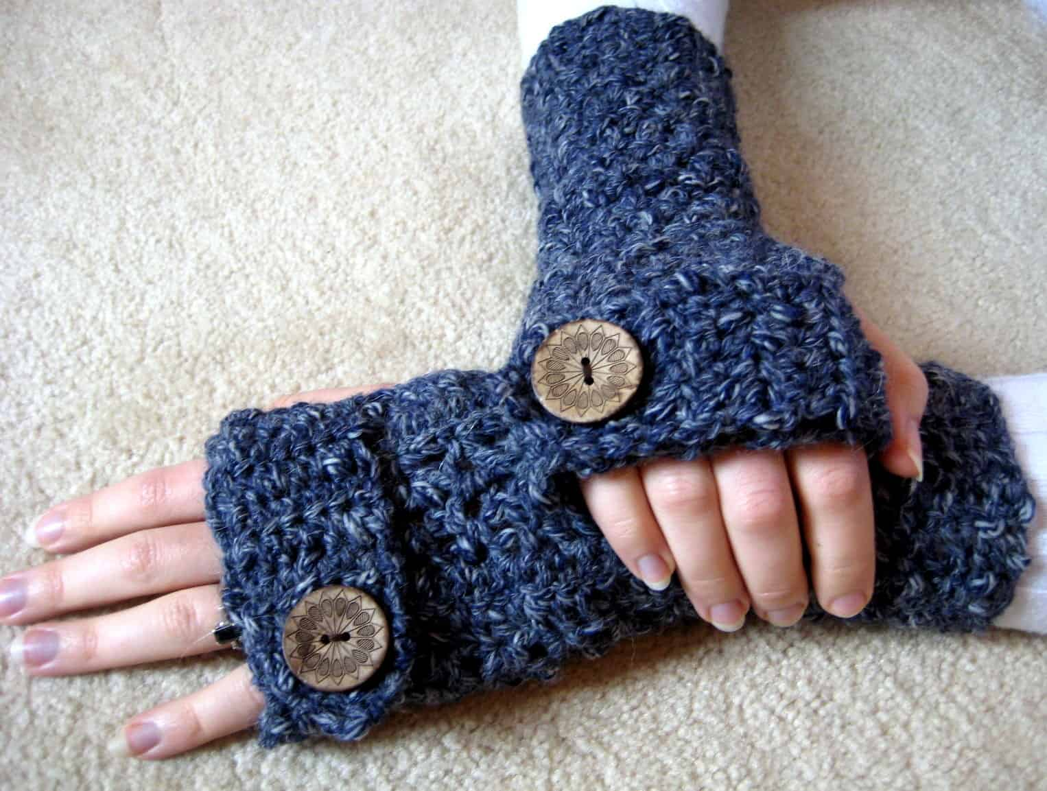 Button fingerless gloves