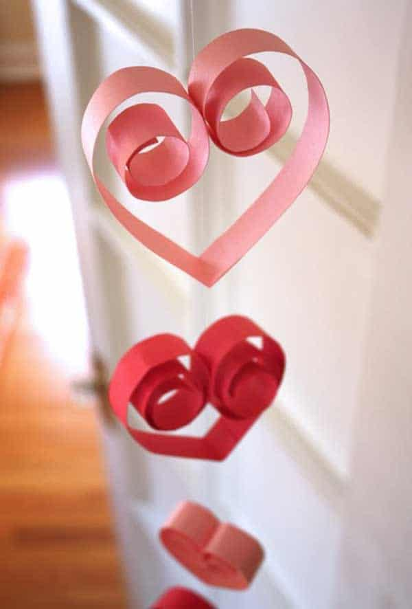Curly paper hearts 15 Creative DIY Valentines for Kids