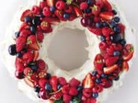 Edible pavlova wreath 200x150 Beyond Just Eye Candy: 12 Delightful Edible Wreaths