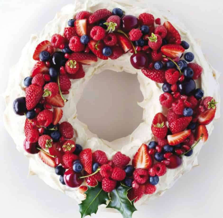 Edible pavlova wreath