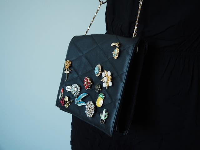 Enamel pin purse