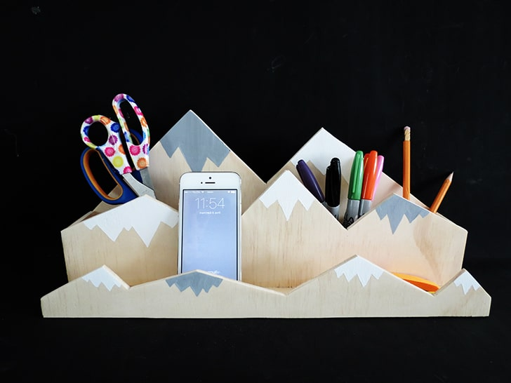 Mountain desk organizer