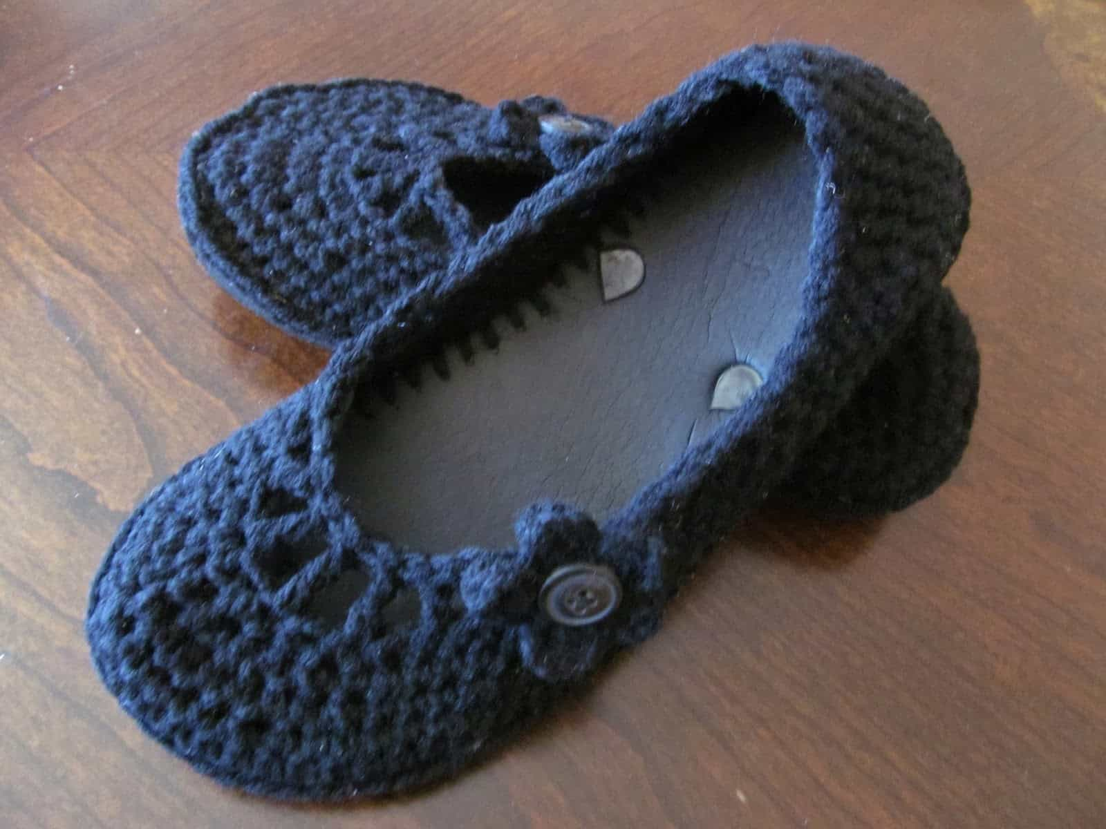 Flip flop flats with buttons