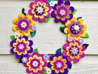 Foam flower wreath 200x150 Color and Creativity: Crafts made from Foam Paper