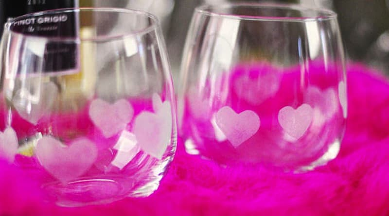 Heart etched stemless wine glasses