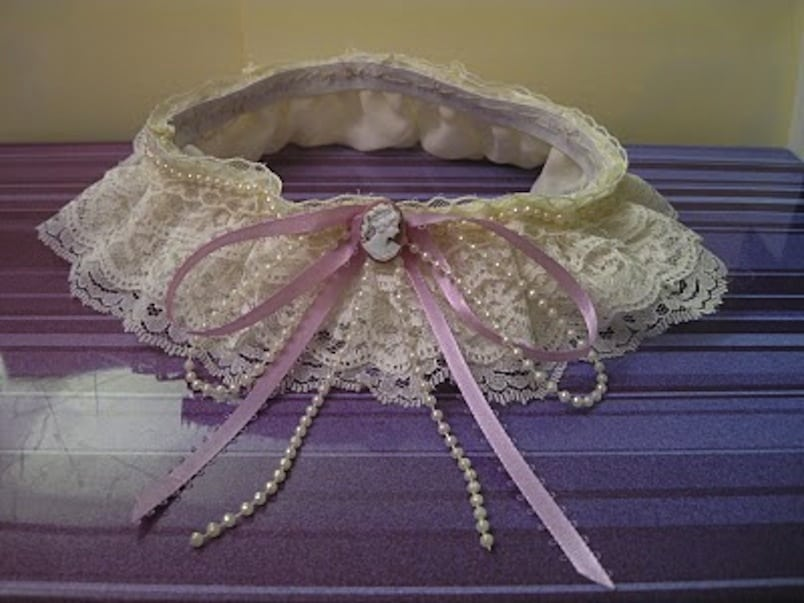 Lace and cameo garter
