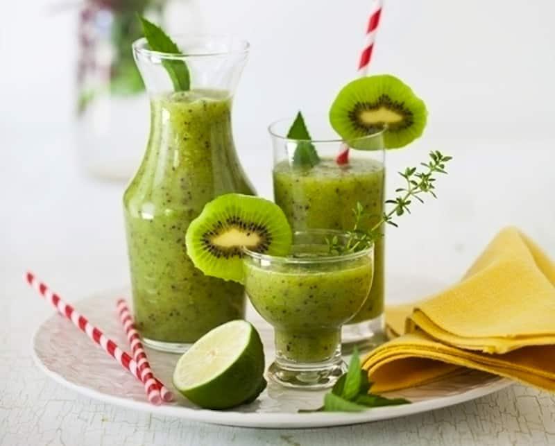 Refreshing apple kiwi juice