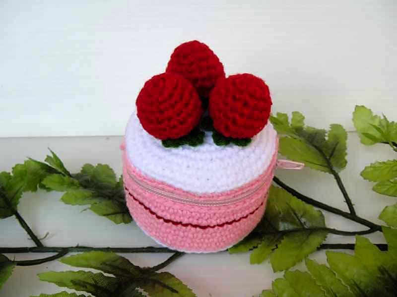 Tiny strawberry cake