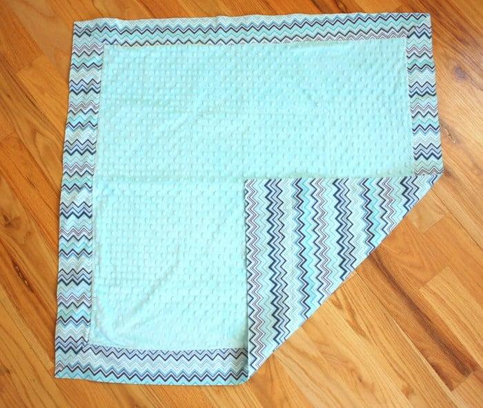 Self-binding baby blanket
