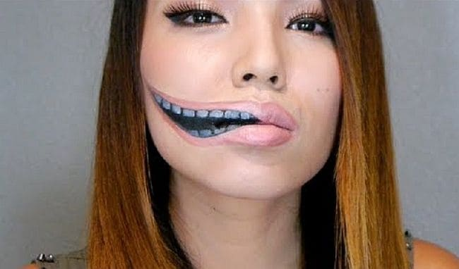 Stretched smile makeup style
