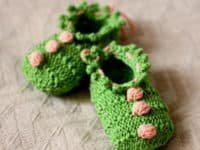 Baby booties with 3 bobbles 200x150 Cute and Comfy Attire: 15 Knitted Baby Bootie Patterns
