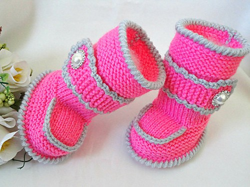 Baby booties with belts