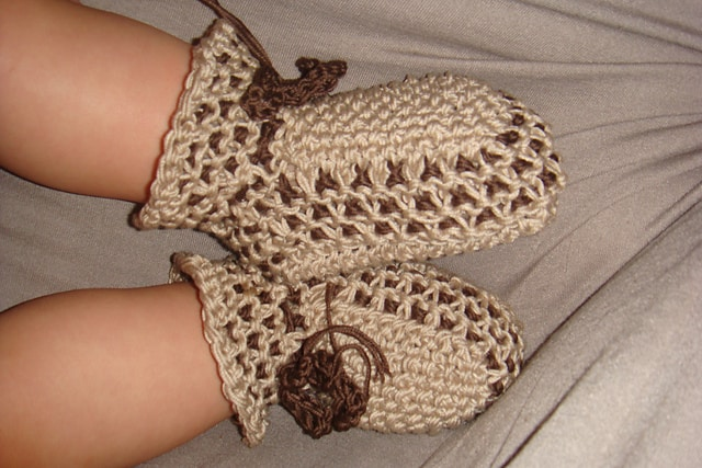 Cappuccino baby booties