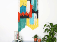Colour blocked scrap yarn wall hanging 200x150 Awesome DIY Tapestry Wall Hangers