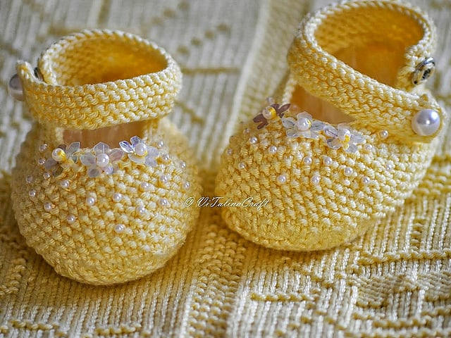 Yellow Pearl baby booties