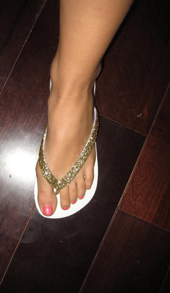 DIY sparkle flip flops