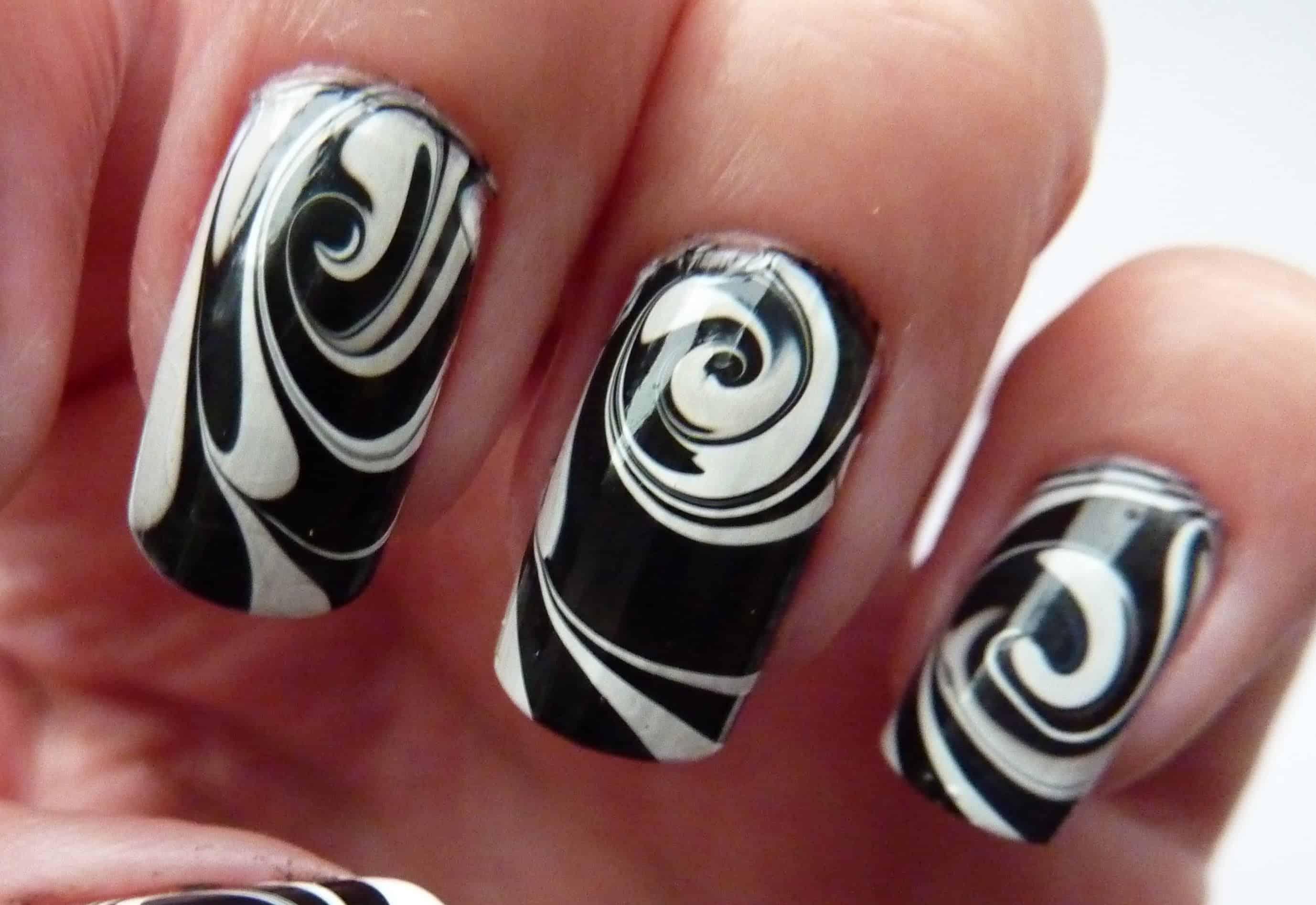 Marble swirl monochrome nails