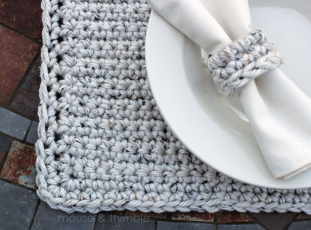 Chunky placemat and napkin ring set