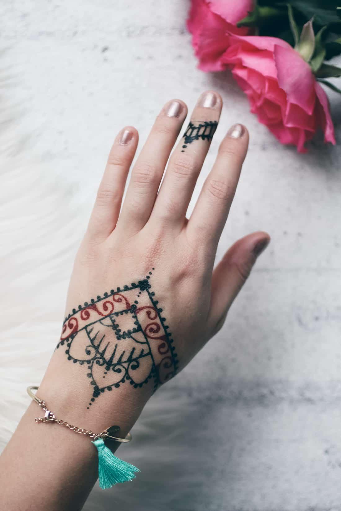 Dual colour henna