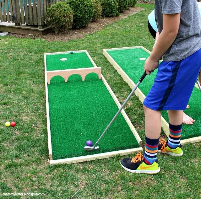 Mini putt course