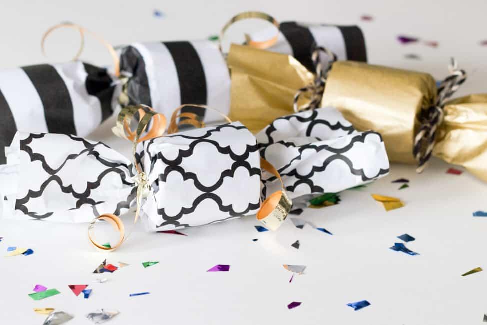 Monochrome confetti poppers