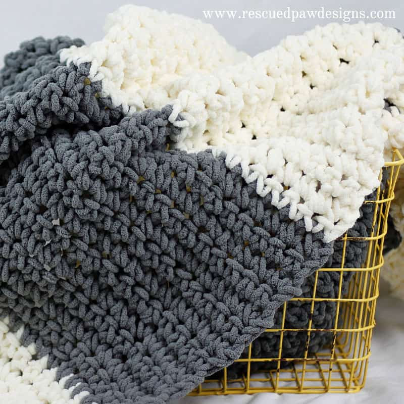 Neutral bulky blanket