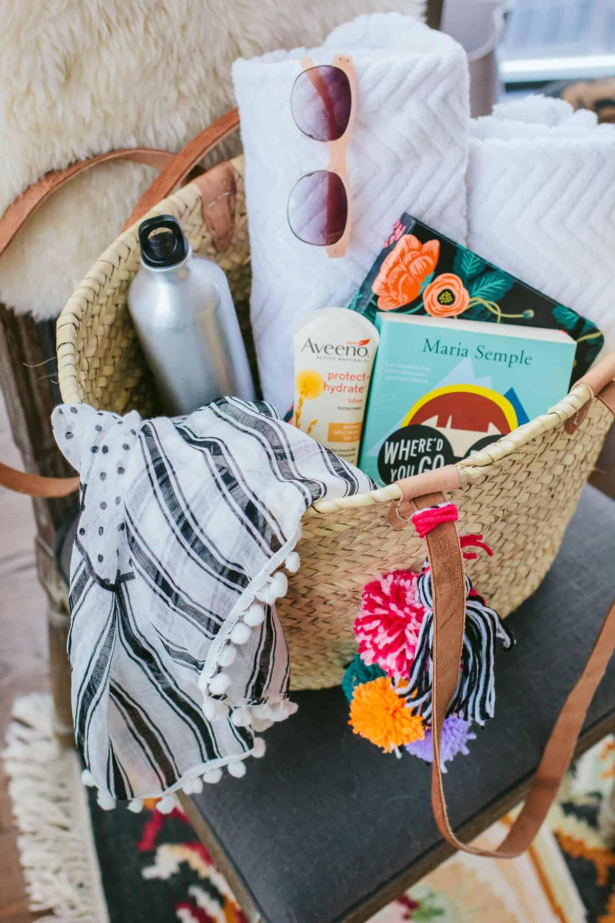 Pom pom straw beach bag