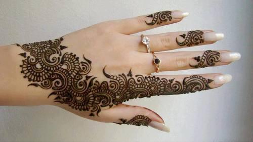 Pretty mandala style Mehndi fingers