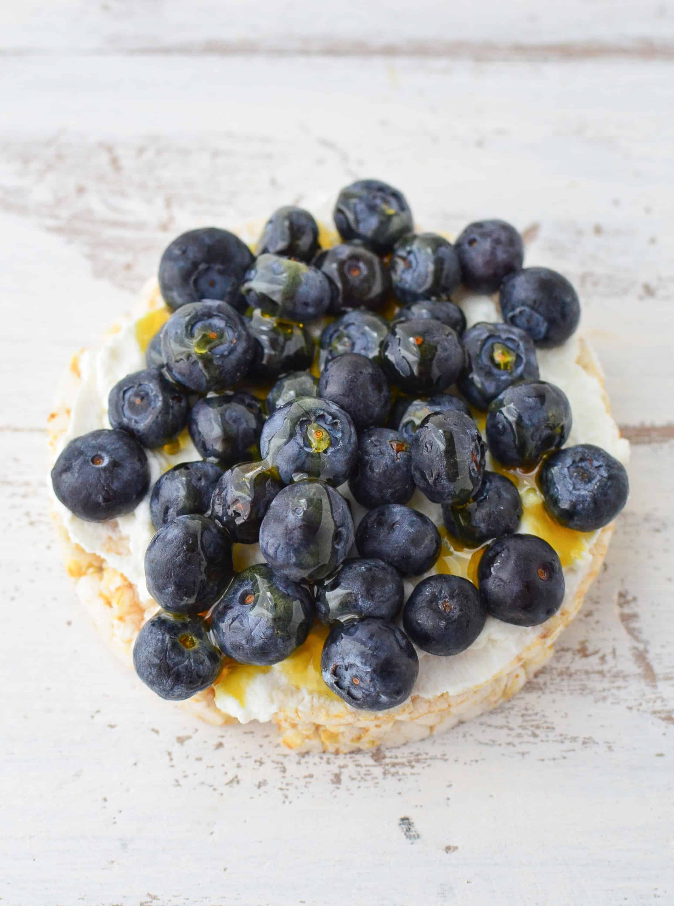 Blueberry cheesecake rice cake topping