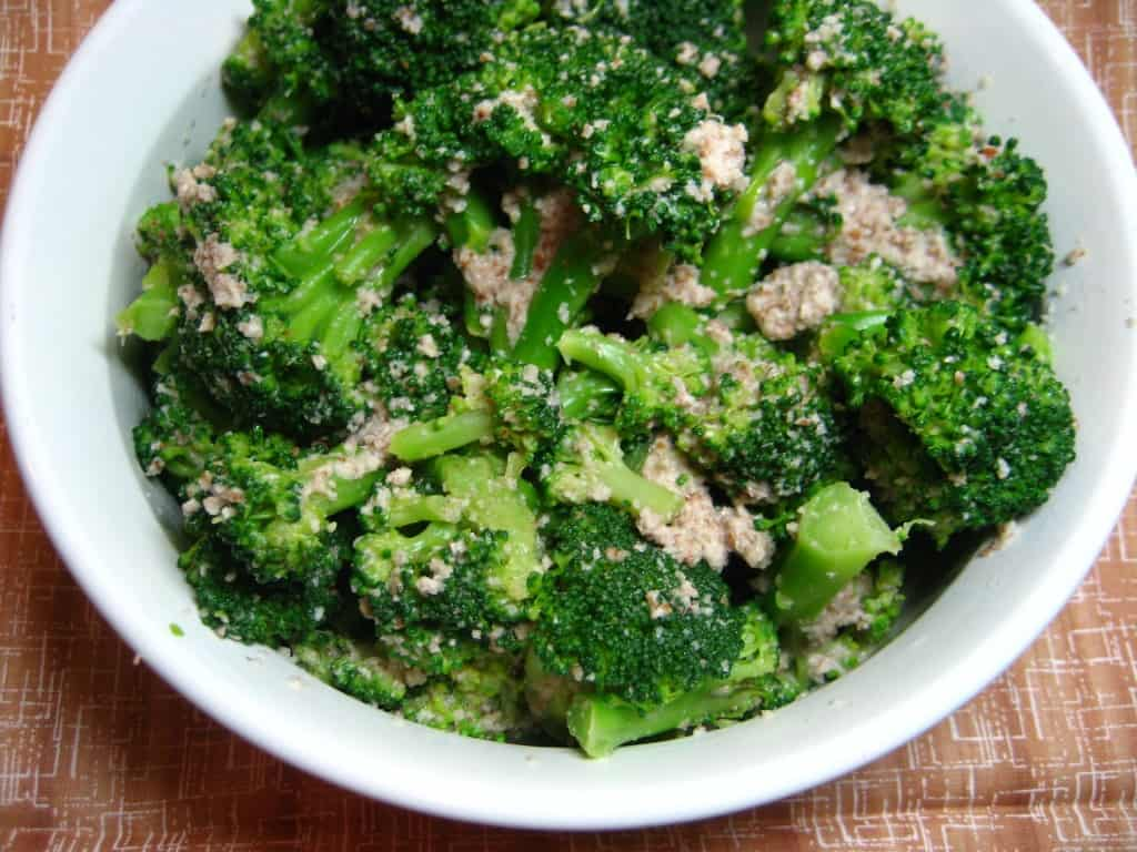 Broccoli with pecans