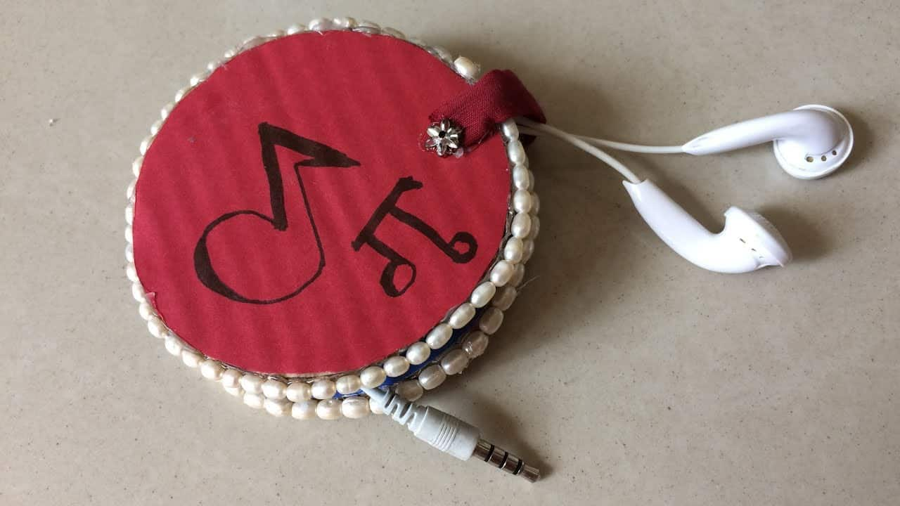 Cardboard earphone holder