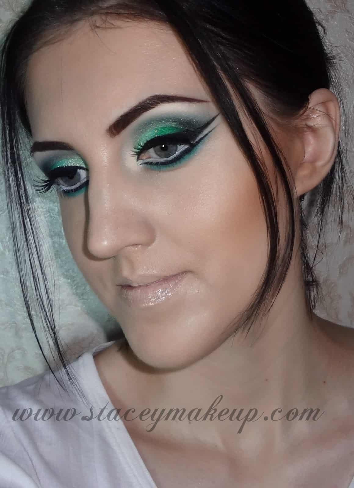 Glam green eye with double black wings