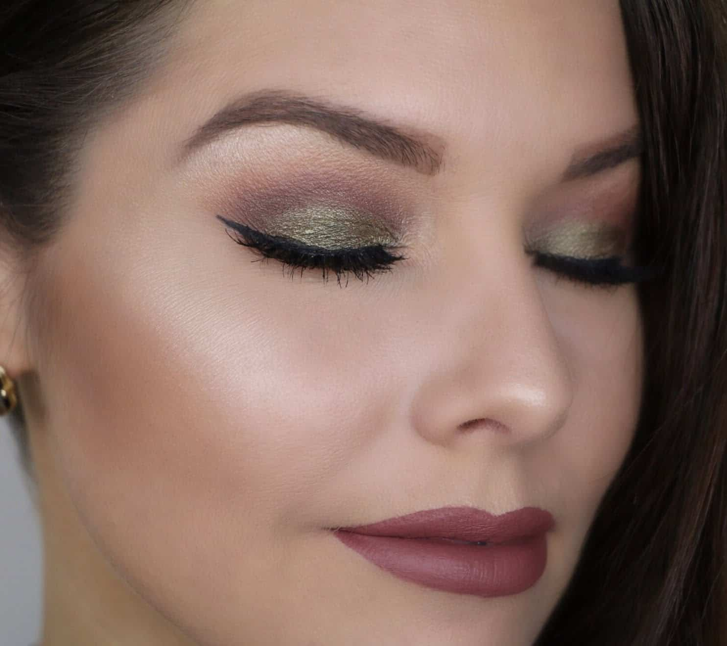 Natural green with a taupe crease