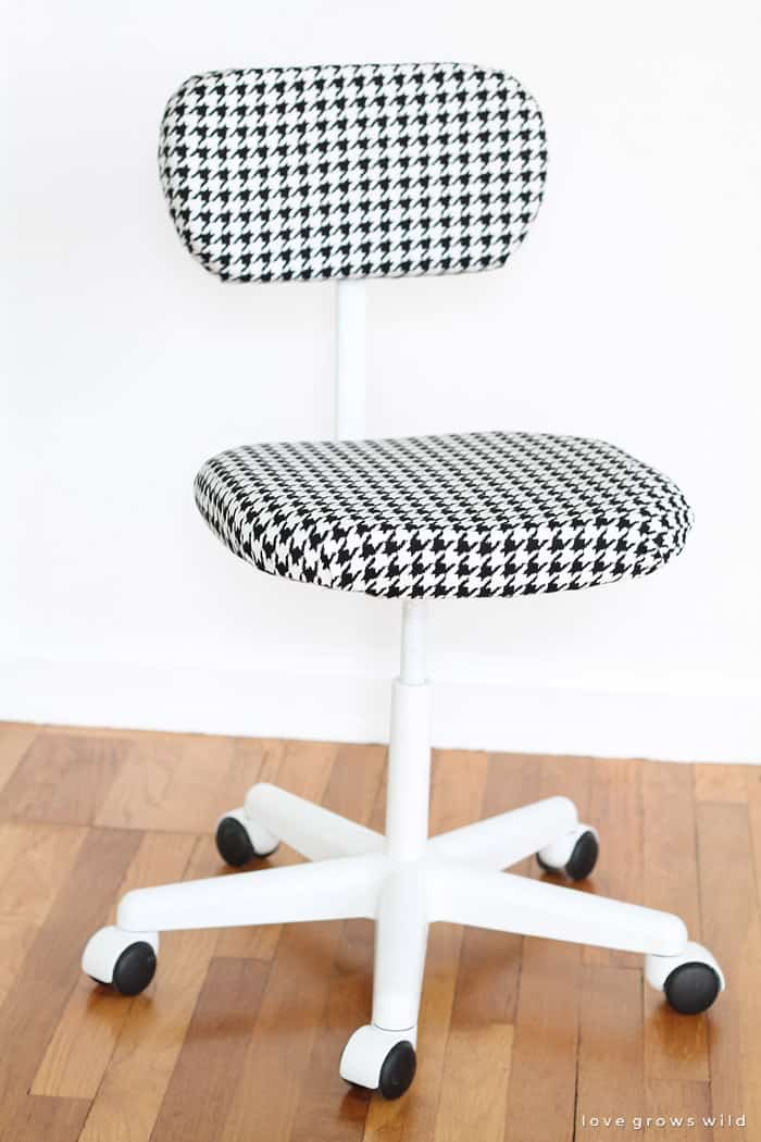 Pepita pattern chair