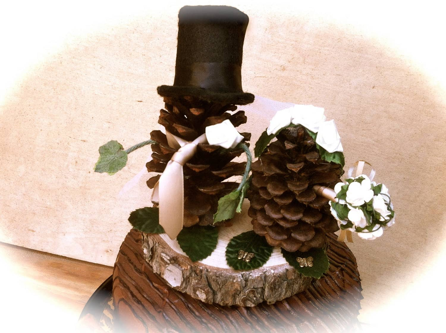 Pine cone bride and groom