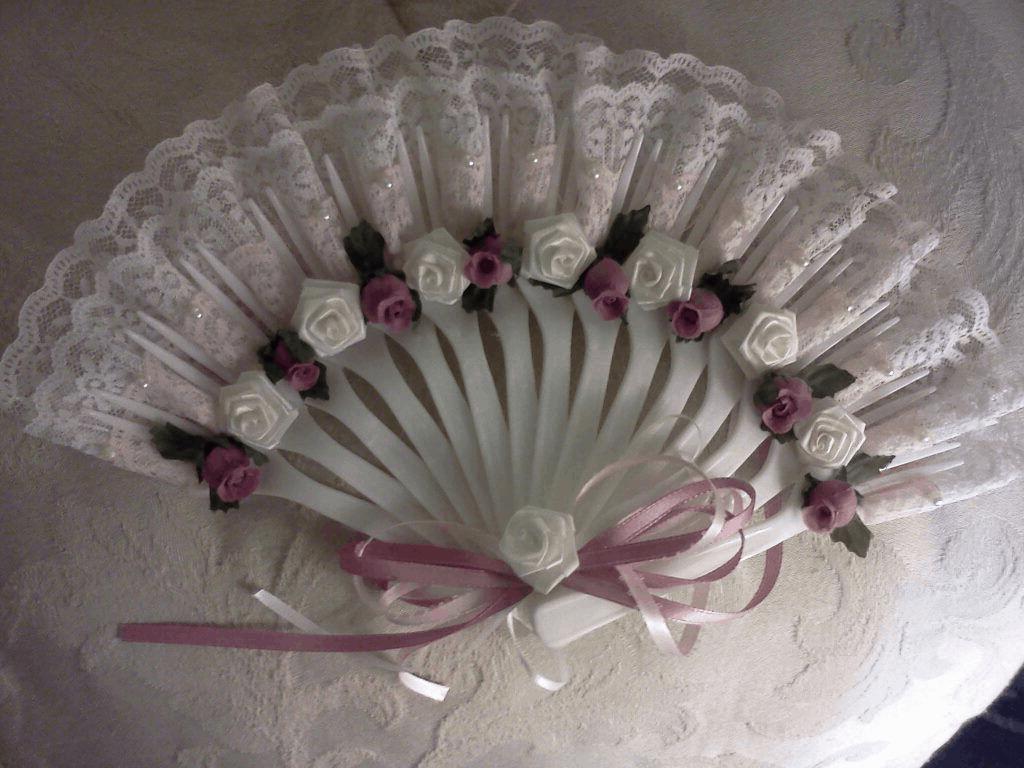 Plastic fork lace fan