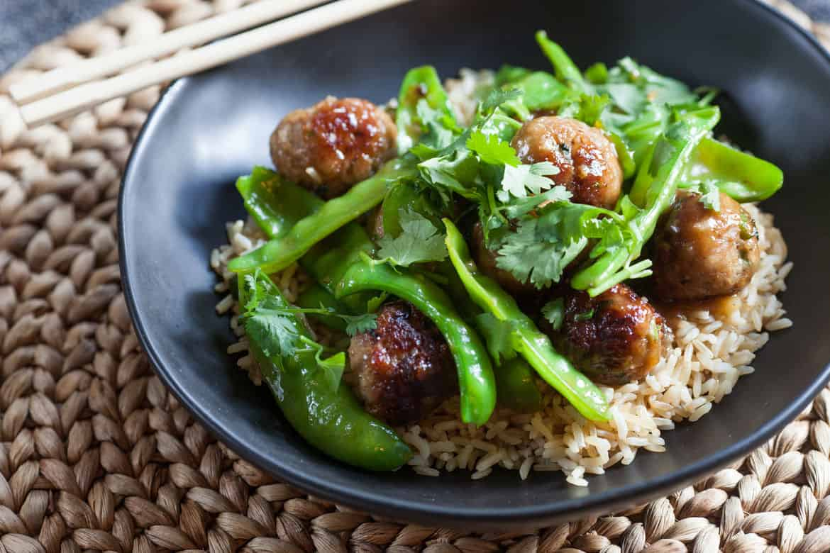 Rice with meatballs and snow peas