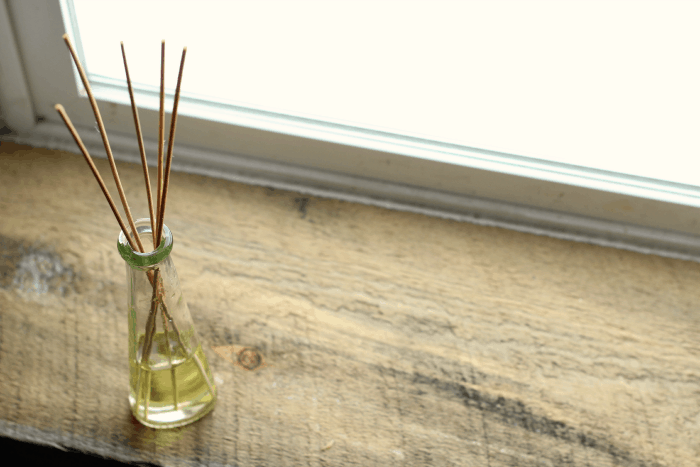 Thin reed diffusers
