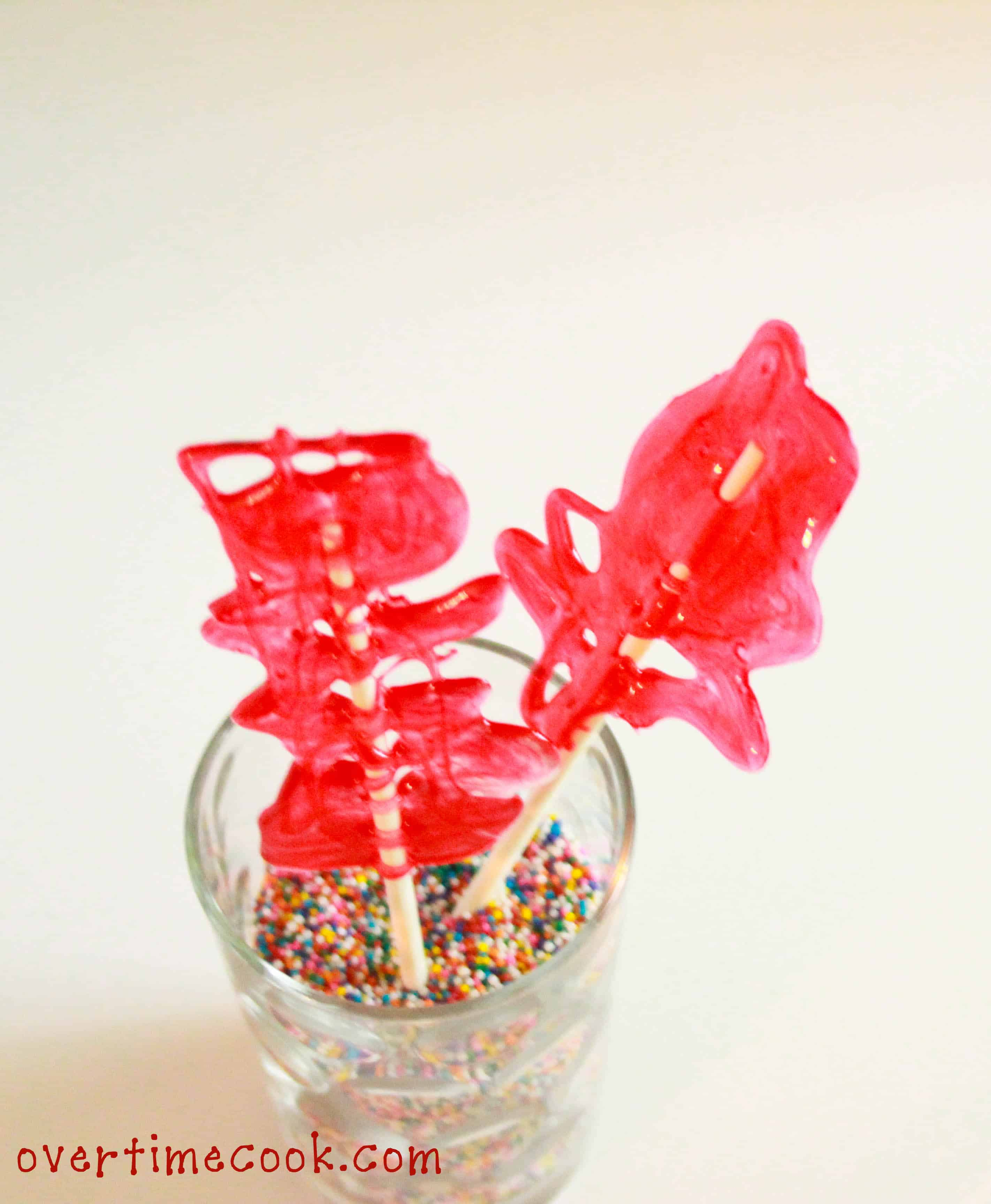 Fun drizzled lollipops