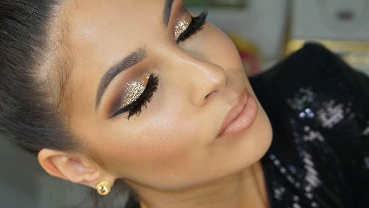 Golden glitter smokey eye makeup