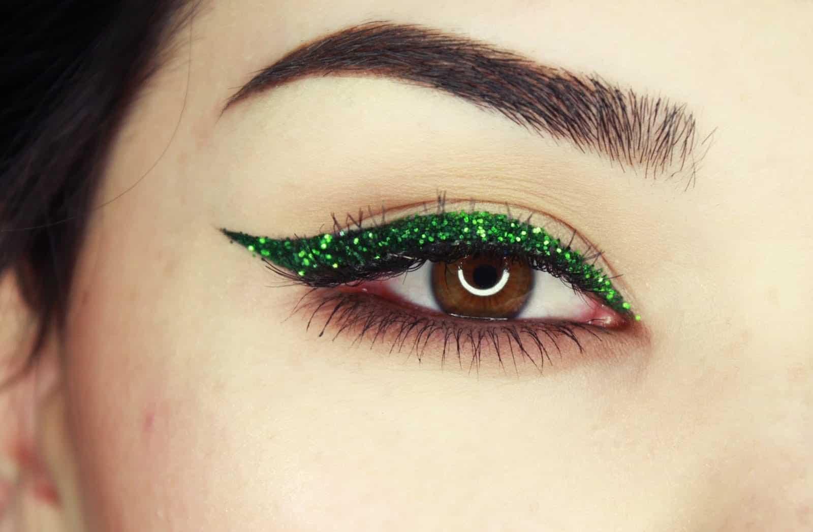 Green eyeliner glitter makeup